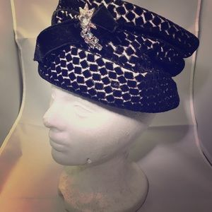 Vintage black and white scrunch hat